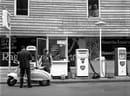 Distributore di benzina in viale Regina Giovanna © Archivio Ernesto Fantozzi