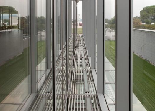 Iguzzini lab un monolite destinato ai laboratori della luce