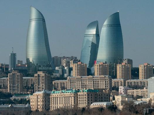 Baku flame towers tre nuove icone nello skyline caucasico for Piani di cabina della torre di fuoco
