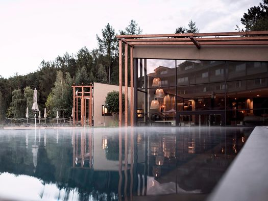 Hotel seehof il 39 giardino architettonico 39 firmato noa for Seehof hotel bressanone