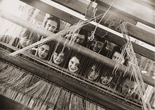 VDM-Women-In-Design-Bauhaus-portrait-weavers-behind-loom-1928