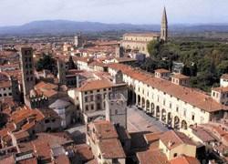 Arezzo riqualifica piazza Sant'Agostino