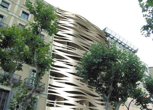 Barcellona: nuove linee organiche dialogano con La Pedrera
