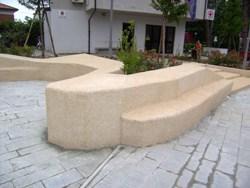 Un altro spazio pubblico riqualificato con SassoItalia Ideal Work