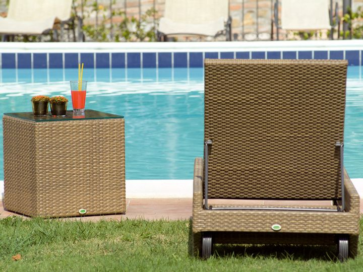 Orlando - coffee milk sun lounger and side table