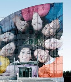 Artlite Digital di AGC: la nuova generazione di vetri decorativi serigrafati