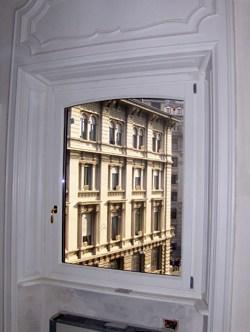 Navello - Interno di Palazzo recalcati (finestra Navello)