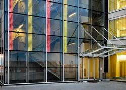 Accordo AGC Glass Europe-Traxon Technologies per sviluppare il LED-vetro