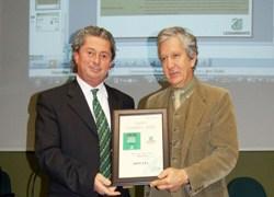 Oikos riceve il Premio 'Economia Verde' di Legambiente