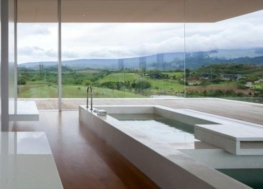 150m weekend house: la casa più lunga del secolo