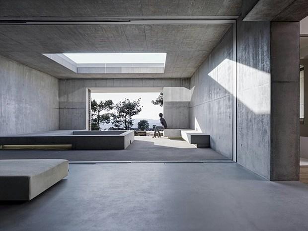 Zurigo: pietra e calcestruzzo per la casa sul lago di Gus Wüstemann