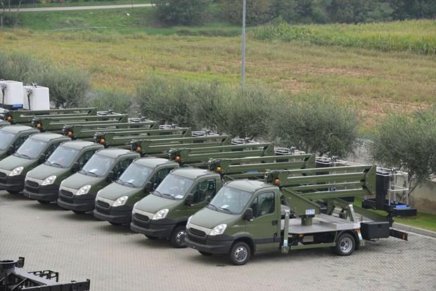 CTE consegna 10 piattaforme autocarrate ZED 20 CSL all'Esercito Italiano
