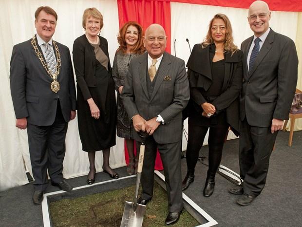 Zaha Hadid inaugura il cantiere del Middle East Centre
