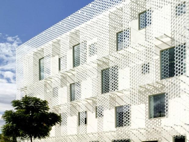 Architettura dai confini sfocati per il FEDA HQ di COR & Partners