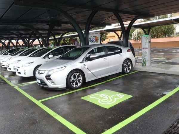 SCAME: la mobilità elettrica del futuro al Fuorisalone con la pensilina fotovoltaica Tan Tien