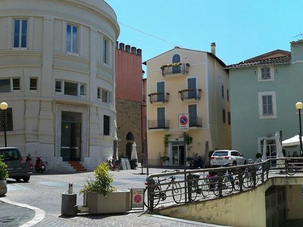 Arredi urbani per riqualificare piazza S.Giovanni Decollato