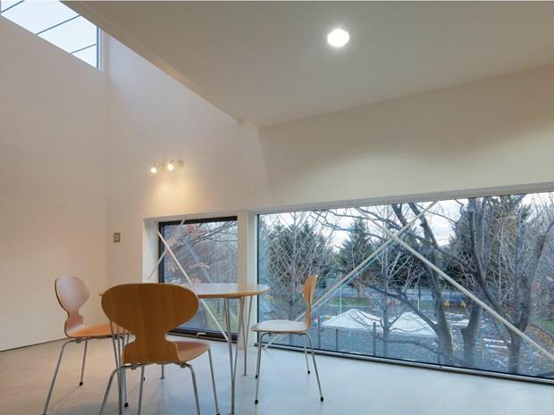 White Collage by Keikichi Yamauchi Architects