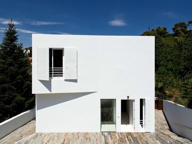 Barcellona: House in Vallvidrera di YLAB Arquitectos