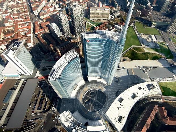 UniCredit lancia il concorso fotografico Pin Tower