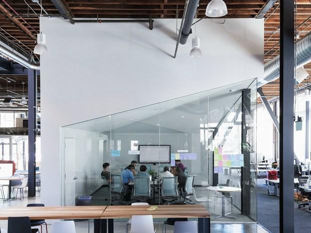Una warehouse dismessa ospita la nuova sede Pinterest