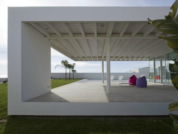 Villa GM: il 'padiglione sospeso' di Architrend Architecture