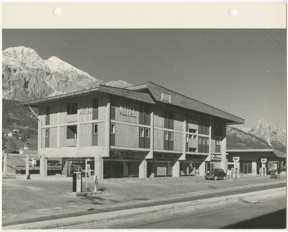 Motel Agip con stazione di servizio a Cortina d'Ampezzo di Edoardo Gellner Università Iuav di Venezia, SBD – Archivio Progetti, Fondo Edoardo Gellner