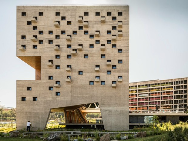 Boxes in the landscape: il Campus Huechuraba in Cile