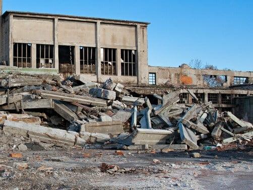 Abusi edilizi, le spese per la demolizione le paga il responsabile