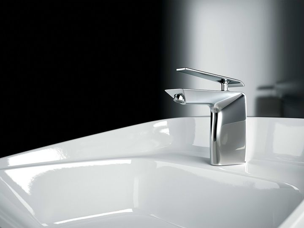 Boomerang di Gattoni Rubinetteria: l'acqua plasma il miscelatore
