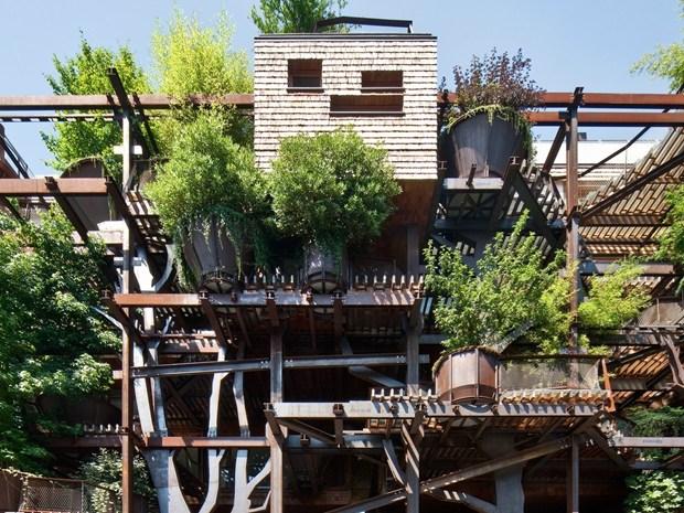 A Torino 'Le case tra gli alberi' di Luciano Pia