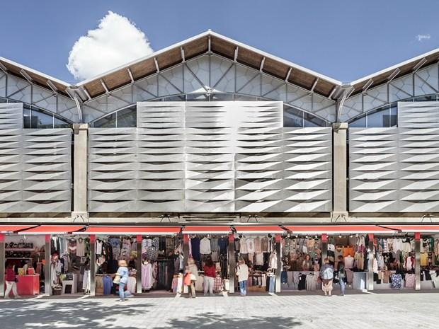 Barcellona: il 'nuovo' Mercato del Ninot di Josep Lluís Mateo