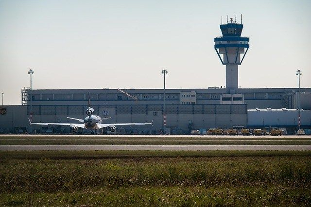 Aeroporto Tancredo Neves, Q-railing fornisce le balaustre in vetro