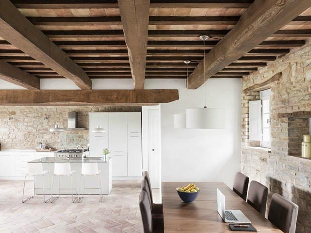 Villa Montelparo: la casa per le vacanze by Roy David Studio