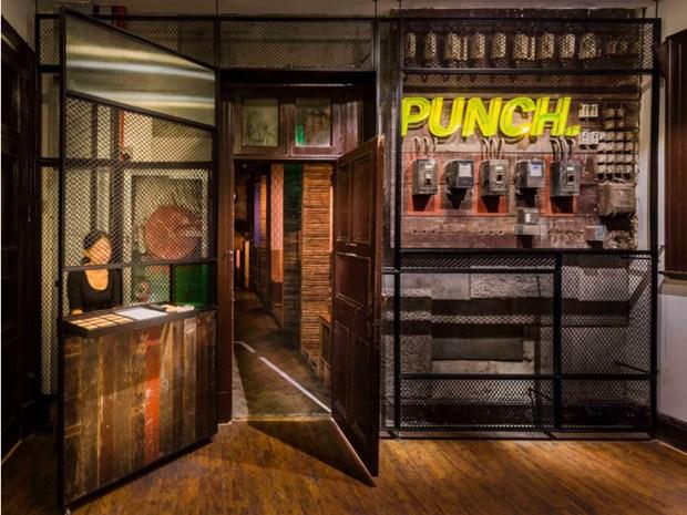 Arredamento Bar Stile Vintage : Un bar in stile retrò specializzato in punch il progetto di neri hu