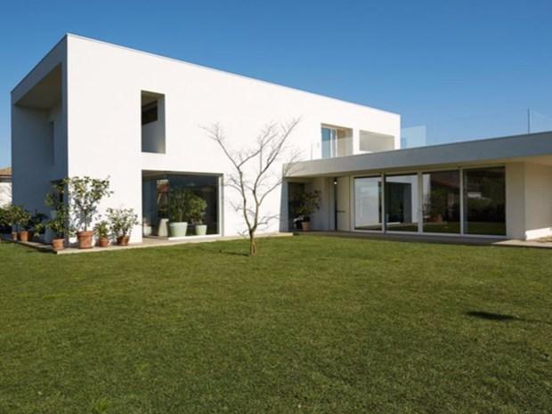 Volumi squadrati e scomposti per la residenza by Architecno