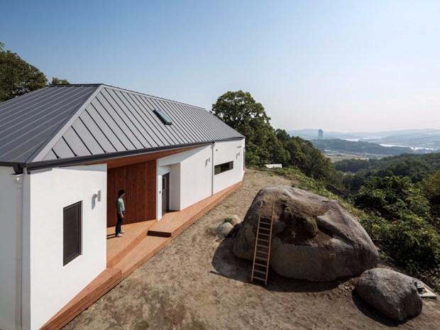 Una casa per due sorelle appassionate di viaggi e legno