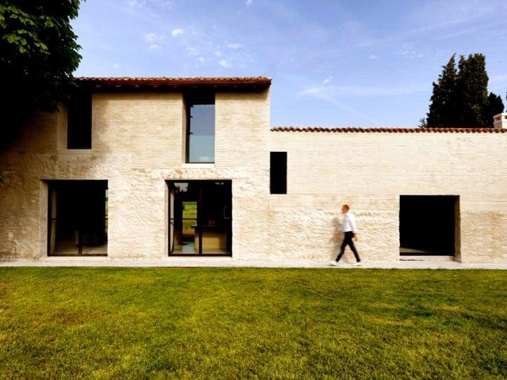 Brick house over an old stone barn © Filippo Bricolo