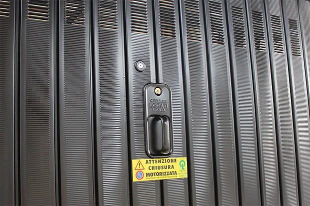 Da Officine Locati: 'la basculante che… allarga il garage', eliminando i contrappesi