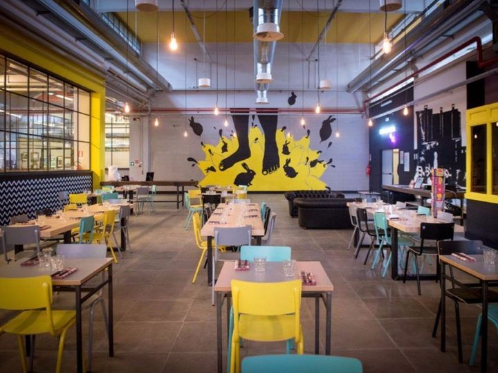 Berberè pizzeria a Torino: lo stile industrial sposa i colori pop