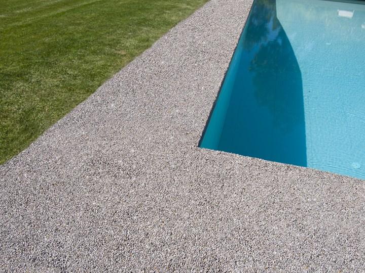 Bernardelli e i pavimenti continui in pietra naturale e resina DECORSTONE