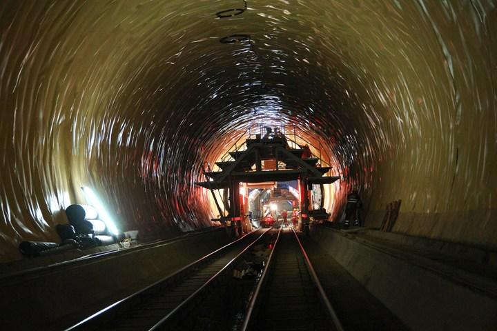 Tunnel del San Gottardo la protezione è Delta di DÖRKEN