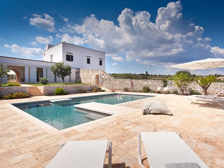Un luxury farm-hotel nella macchia mediterranea ostunese