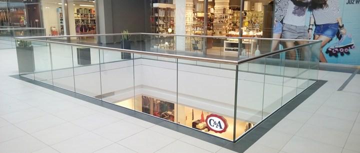 Balaustra Q-railing in vetro per centri commerciali