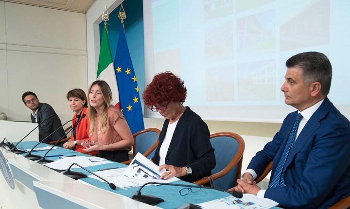 Edilizia scolastica, entro agosto investimenti per 2,6 miliardi di euro