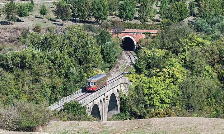 La Ferrovia della Val d'Orcia, da Asciano a Monte Antico (Siena) - www.fondazionefs.it