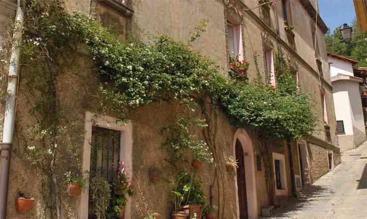 Centro storico di Belvì (NU) - Foto tratta da sardegnadigitallibrary.it