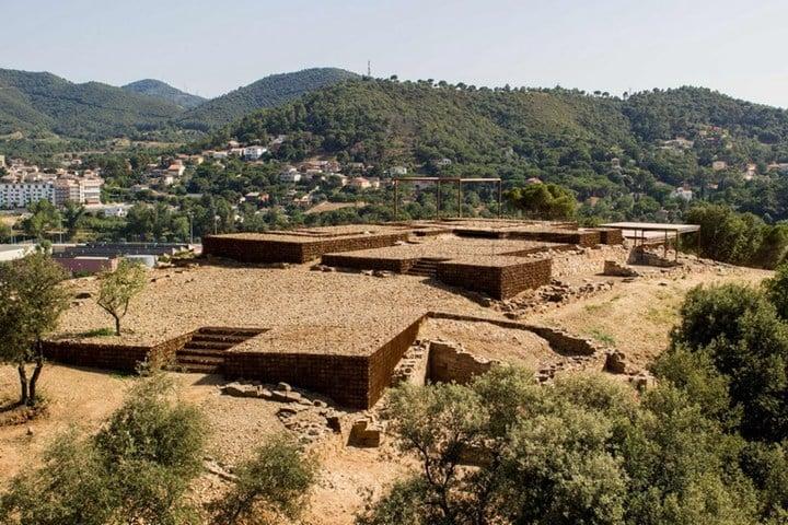 Adaptation of the roman ruins of Can Tacó