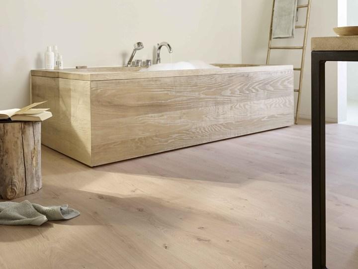 Pavimenti in legno anche in bagno e cucina
