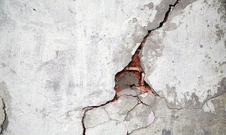 Condominio, le fessure nell'intonaco sono un 'grave vizio'