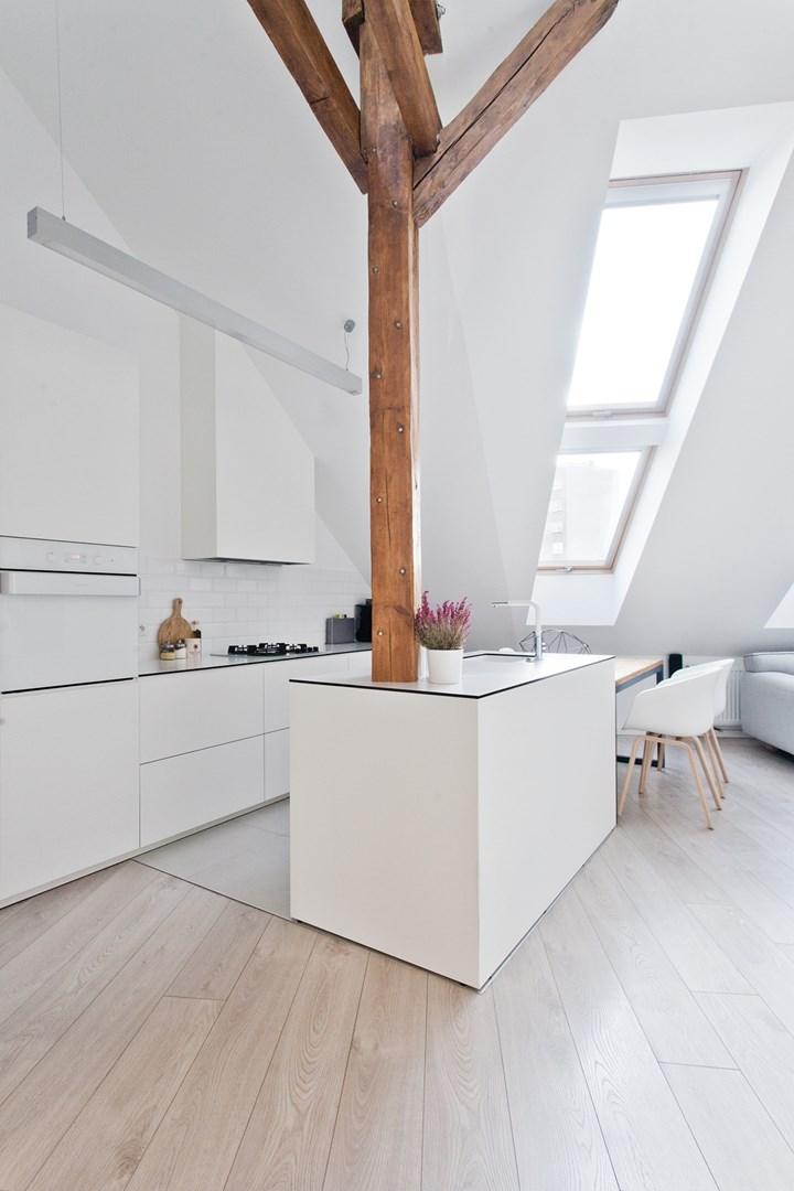 Cucina mansardata luminosit e ricambio d 39 aria con la finestra prosky fakro - La cucina di aria ...